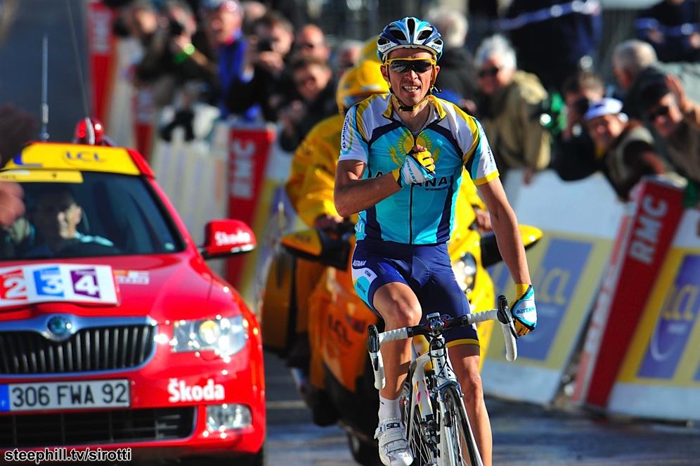 Contador celebra su segunda victoria de etapa en la Paris Nice 2009. © Tim de Waele