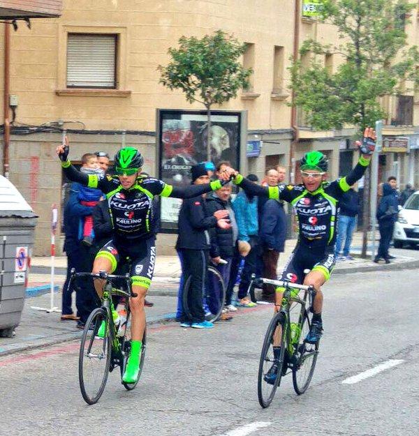 Entrada mano a mano de Durán y Sheydyk en Vuelta Pinares (Fuente: @SpcaTeam )