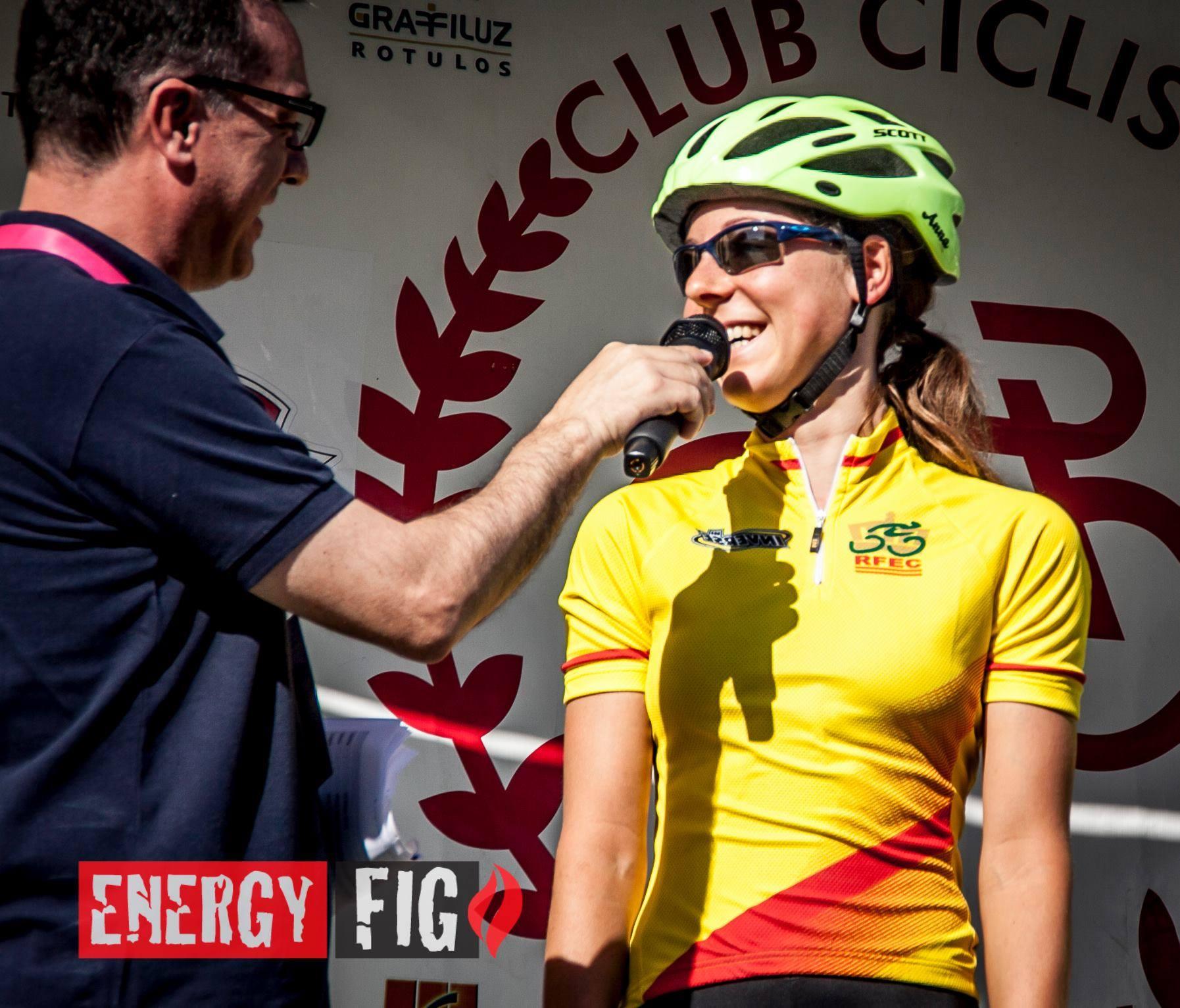 Anna Kiesenhofer, líder élite, en Roldán. Foto © Energy Fig