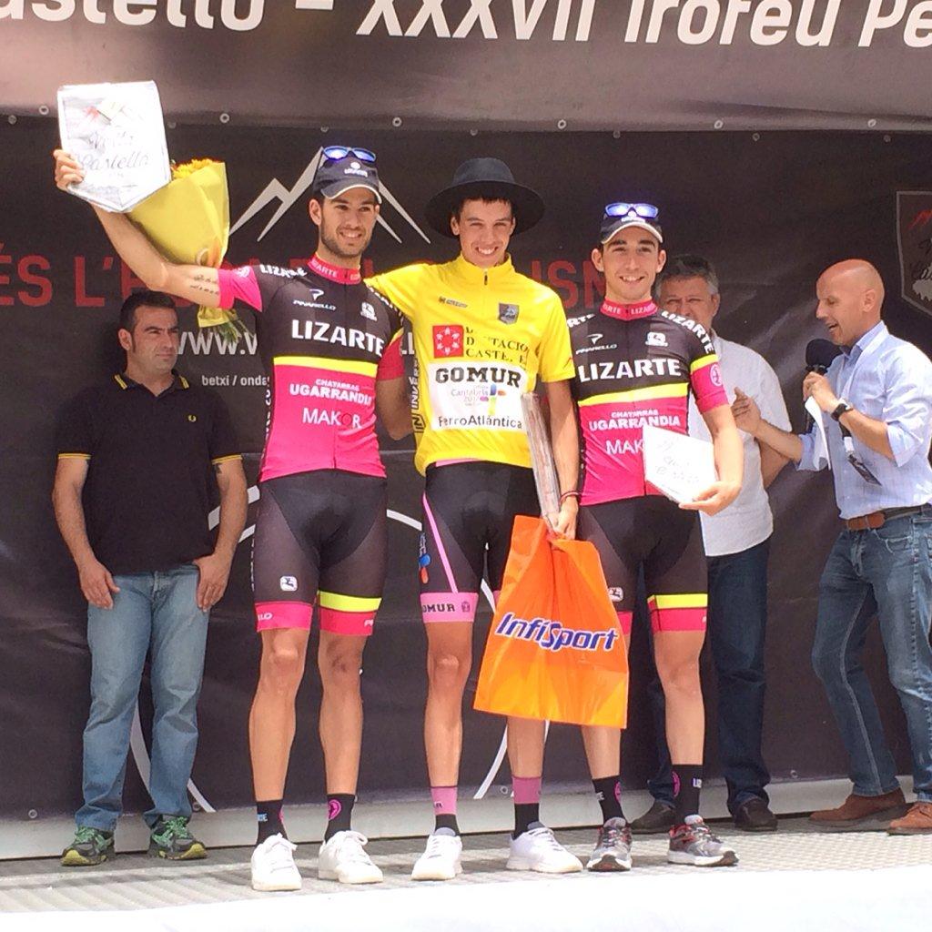 Podium de la Volta a Castelló con Sergio Vega (Fuente: @EquipoLizarte )