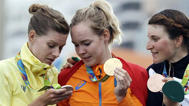 Relaxed moment in Rio's podium ceremony. Both Anna van der Breggen and Elisa Longo-Borghini showing her admiration towards that silver. Pic Gettymages