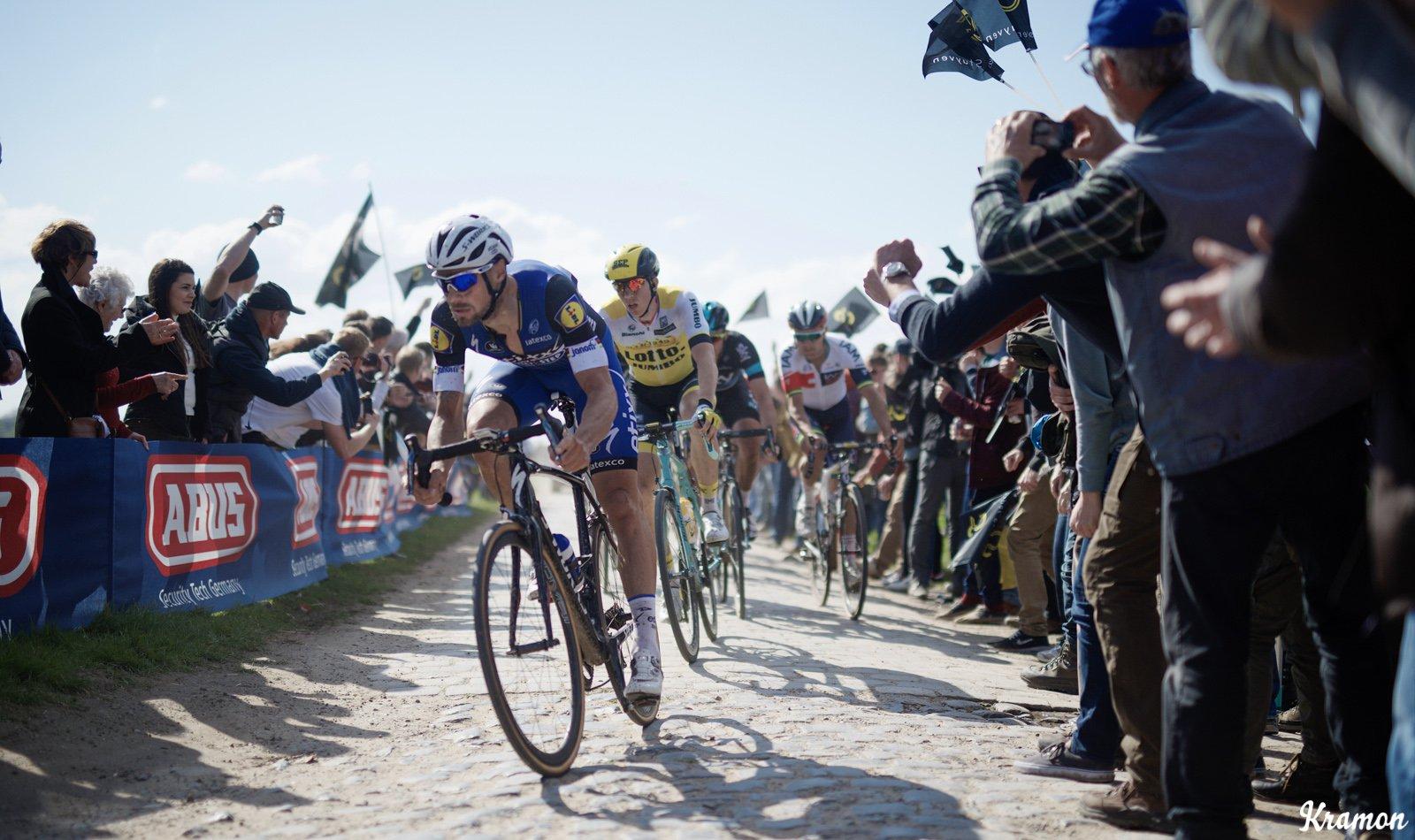 Boonen lideró la escapada. El belga ejerció de líder durante toda la prueba. Parecía que nadie le iba a quitar su quinto adoquín... © Kramon