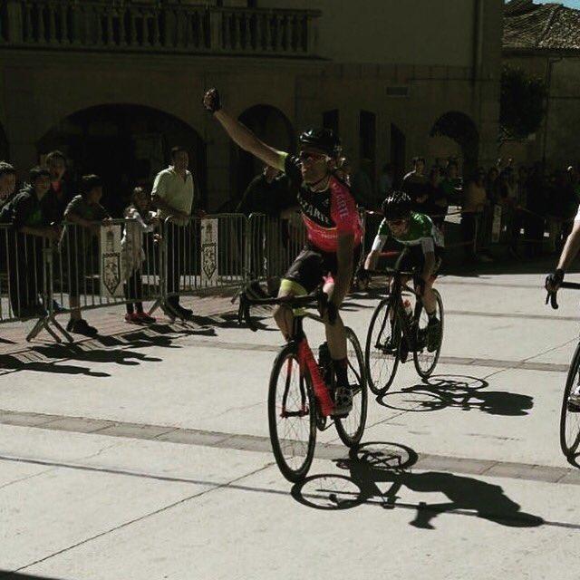 Sergio Samitier levantó los brazos en Oteiza (Foto: @EquipoLizarte )