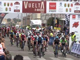 Llegada al sprint en Parla (Foto: Ciclismo El Pelotón-Fotograma SportpublicTV)