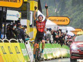 Dylan Teuns celebra Le Grand-Bornand (Foto: letour.fr)