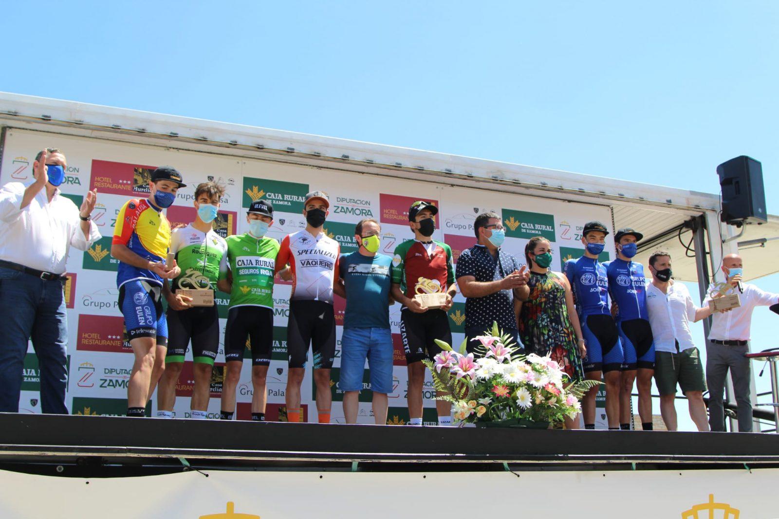 Podium final del Trofeo San José con Calum Johnston como vencedor (Foto: Fabio López-CDC Zamora-Ciclismo El Pelotón)