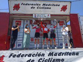 Podium de la Vuelta a Madrid sub-23 con Maris, Isasa y Claeys