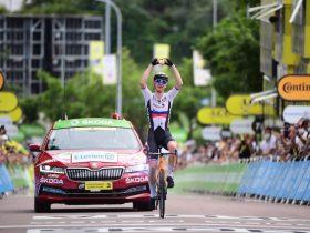 Mohoric celebra su victoria en una etapa de locura (Foto: letour.fr)