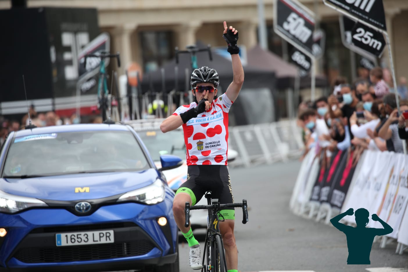Imagen de la entrada en meta en la última de la Volta a Galicia de Patrick Videira (Foto: Álvaro García/Ciclismo El Pelotón)